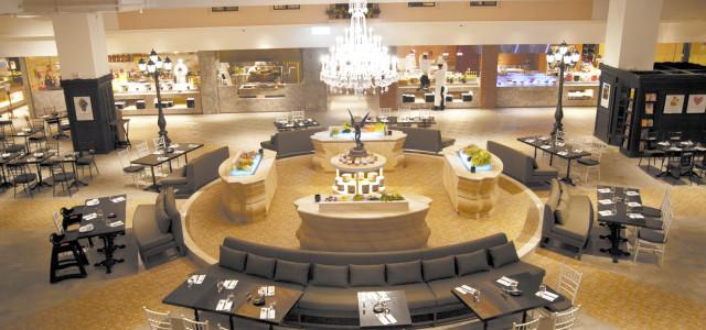 全台最大的自助餐廳  1,200坪、24區開放式廚房  就在品花苑