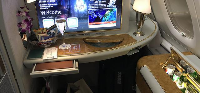 從杜拜機場搭乘阿聯酋頭等艙返回台北