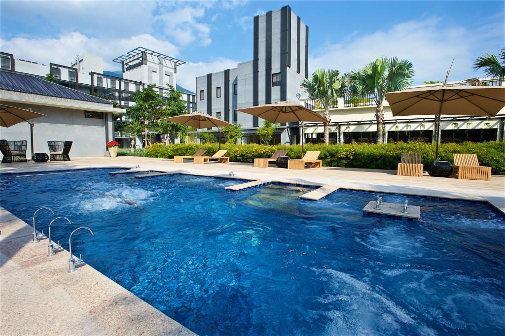戶外純露水療池終年維持約 35 度舒適水溫